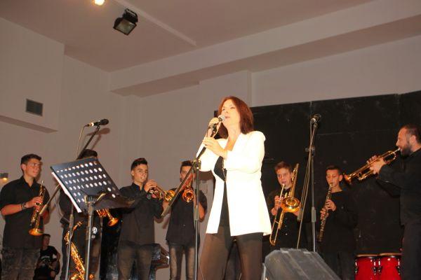 «Τραγούδησαν για τον Γιάννη» στα Σέρβια, στέλνοντας -όλοι- το ελπιδοφόρο μήνυμα… (Bίντεο 18′ – 20 φωτογραφίες)